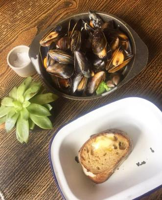 Shetland Mussels and Bread